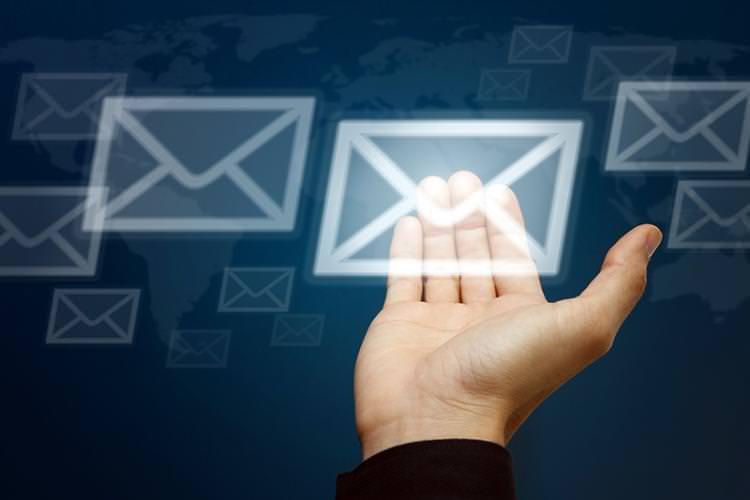 El correo electrónico está vigente, pero no está solo