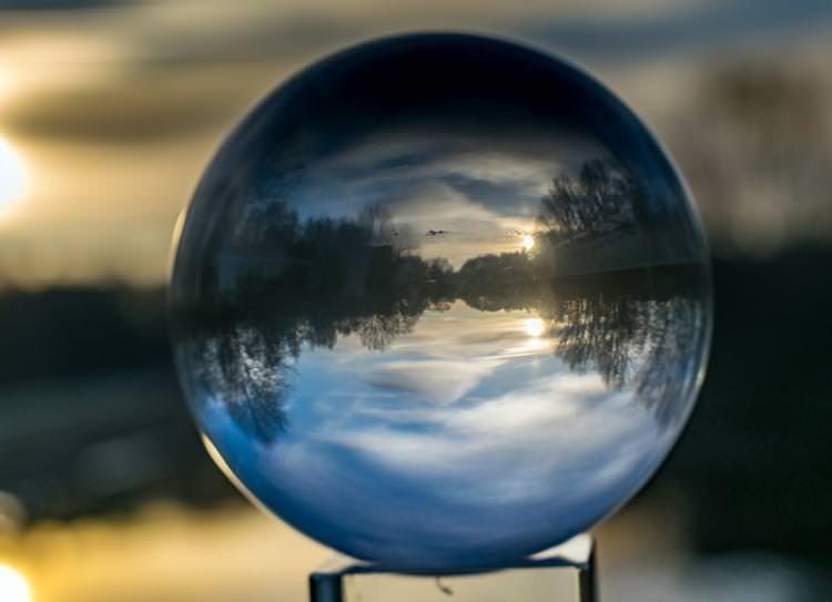 Qué pasa si la bola de cristal nos nubla la mente